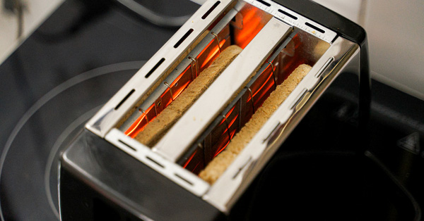 Săn sale máy nướng bánh mì 150k: Vỏ ngoài bảnh bao, nướng được nhưng ngon hay cháy vẫn