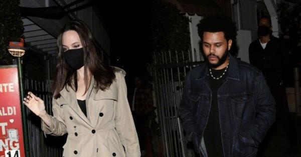 Hậu ly hôn Brad Pitt, Angelina Jolie hẹn hò cùng