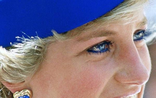 Trên đời này, chỉ có 1 người mới khiến Công nương Diana từ bỏ eyeliner màu xanh yêu thích và đó không phải thái tử Charles