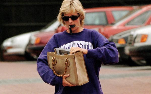 Riêng khoản phối đồ với sneakers, 2 cô con dâu chạy dài mới bằng được Công nương Diana