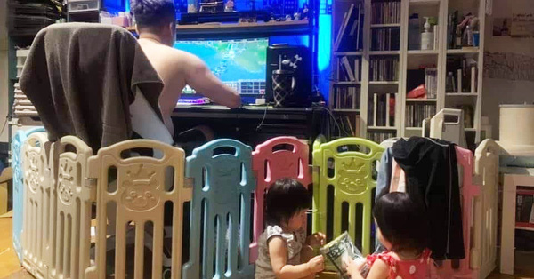 Nhờ chồng trông 2 con để đi nấu cơm, xong xuôi quay lại nhìn cảnh tượng mà