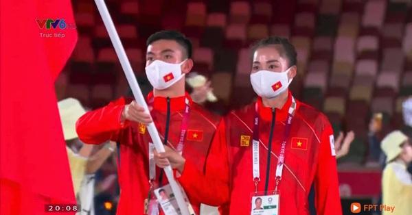 Xúc động khoảnh khắc lá cờ Việt Nam tung bay tại sân khấu Olympic