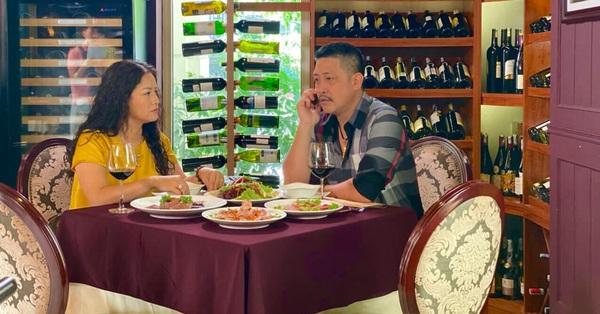 Hương vị tình thân phần 2: Ông Tấn trở lại, có cảnh ở chung với bà Sa, đi chơi bida cùng Dũng