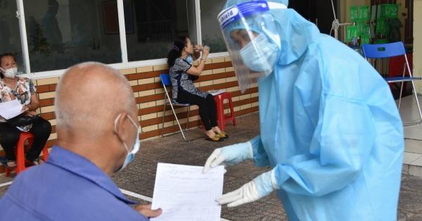 Đã có gần 300.000 người tại TP.HCM được tiêm vắc xin phòng COVID-19 trong đợt 5