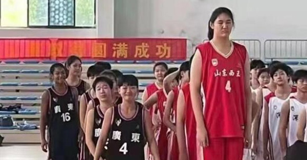 Ai cũng kêu đừng bao giờ từ bỏ hy vọng nhưng nhìn bức hình đội bóng rổ thiếu niên này họ mới hiểu tuyệt vọng là gì - mega 655