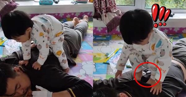 Con gái chơi trên lưng bố bỗng ngồi thụp xuống làm hành động oái oăm, bố đau khổ cắn răng chịu trận khiến ai nấy cười bể bụng