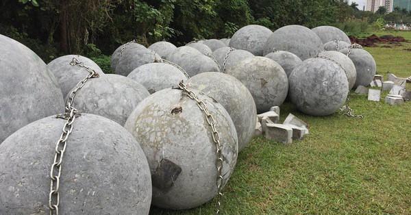 Cận cảnh 40 quả bóng xích sân Mỹ Đình chưa rõ số phận sau khi đội tuyển Việt Nam vô địch