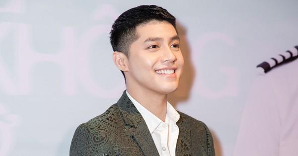 Noo Phước Thịnh diện vest bảnh bao, đẹp trai hút hồn trong họp báo ra mắt MV mới