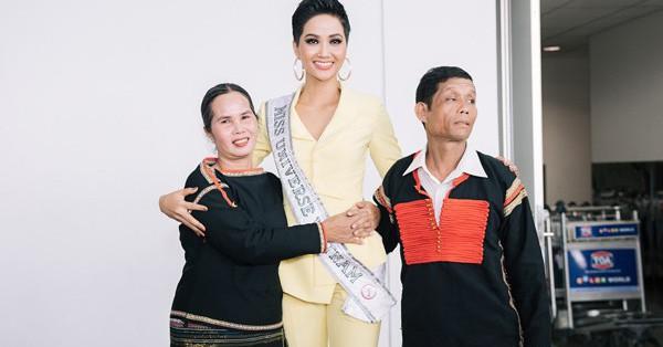 Ngã ngửa trước phản ứng chả bố mẹ H'Hen Niê khi chứng kiến con gái lọt Top 5 Miss Universe 2018