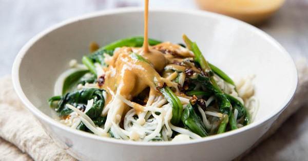 Muốn giảm cân mà vẫn khoẻ đẹp, salad rau nấm là lựa chọn số 1 cho bữa tối