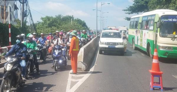 TP.HCM: Đổ dốc cầu Bình Triệu, hai nam thanh niên bị ô tô 7 chỗ cán thương vong