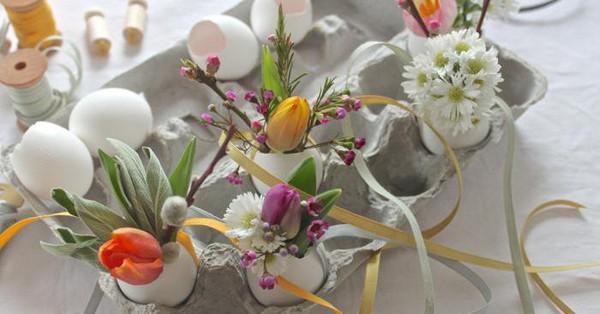 Khung cửa sổ lãng mạn bất ngờ với cách làm rèm hoa vỏ trứng vô cùng tiết kiệm chi phí