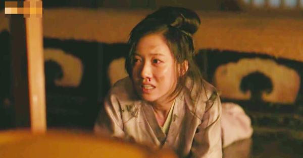 Cả đời làm ác, hại chết mẹ Triệu Lệ Dĩnh, cuối cùng thì hồ ly tinh của ''Minh Lan truyện'' cũng thê thảm thế này