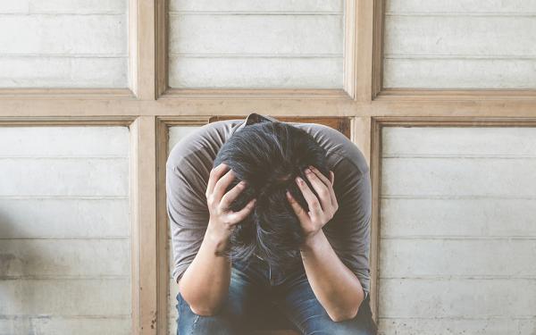 Trở về sau 5 năm bỏ nhà theo gái trẻ, chồng tôi quỳ xuống, nước mắt chảy thành hàng van xin tôi