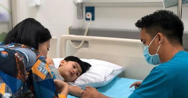 Vừa đính chính tin đồn rạn nứt, Ngọc Lan lại một mình đưa con trai tới bệnh viện mà không thấy bóng dáng Thanh Bình