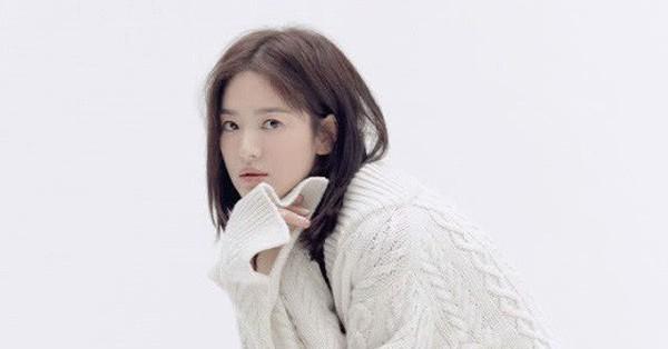 Song Joong Ki vừa có động thái mới tại phim trường, Song Hye Kyo lại vô cùng quyến rũ trong những hình ảnh mới