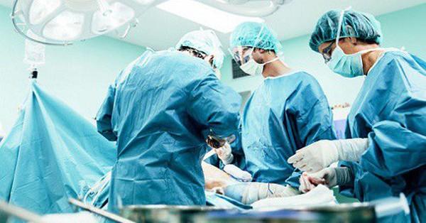 Từ trường hợp một sản phụ được cấp cứu thành công khi bị phản vệ sau mổ, đây là lời khuyên từ các bác sĩ