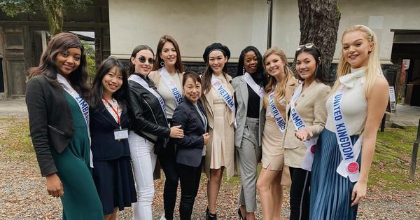 Không có ekip ở bên, Tường San tự chuẩn bị từ A đến Z vẫn nổi bật giữa dàn thí sinh Hoa hậu Quốc tế 2019