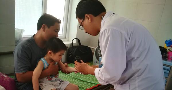 Quãng Ngãi: Trẻ nhập viện do bệnh tay chân miệng có dấu hiệu gia tăng