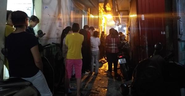 Hà Nội: Cháy tầng 3 ngôi nhà trong ngõ, hai cô cháu may mắn thoát chết trong gang tấc