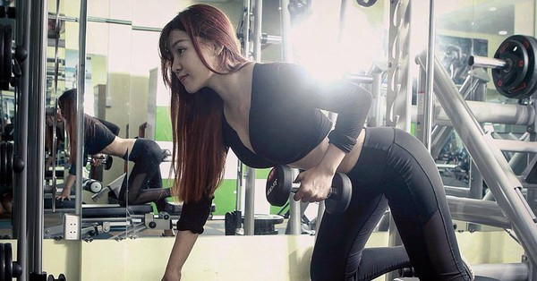 """Huấn luyện viên hot girl Sài Gòn """"bật mí"""" mẹo giữ dáng, chẳng sợ tăng cân trong năm mới"""