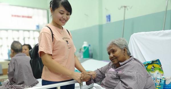 Cụ bà bị giật vé số té đập đầu hôn mê được hỗ trợ 50 triệu đồng: ''Tiền dư tôi chuyển cho bệnh nhân khác''