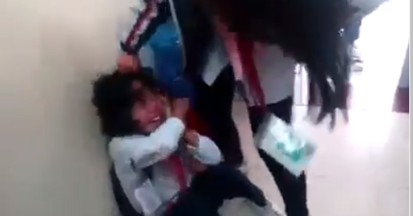 Vụ nữ sinh lớp 7 bị đánh, bạn bè chứng kiến reo hò cổ vũ: Tạm đình chỉ giáo viên chủ nhiệm và hiệu trưởng