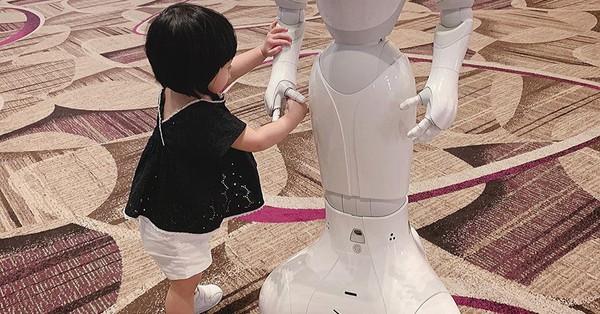 Mới 15 tháng tuổi, con gái Đặng Thu Thảo đã lộ diện là ''Hoa hậu thân thiện'' tương lai