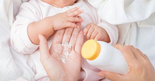 Ngoài việc phấn rôm Johnson & Johnson chứa chất gây ung thư, đây là những lý do bác sĩ khuyên cha mẹ không nên dùng phấn rôm cho trẻ, nhất là bé gái