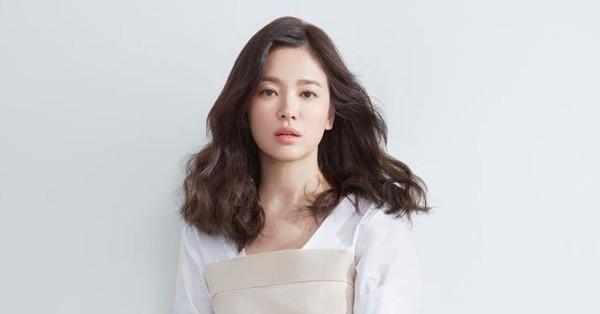 Qua rồi thời ôm gối khóc vì một cuộc tình tan vỡ, Song Hye Kyo hậu ly hôn sự nghiệp tiền tài vẫn tấp nập vì được săn đón thế này cơ mà