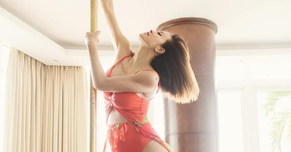 Có ai như Phương Mai, mang bầu hơn 5 tháng vẫn mặc sexy múa cột