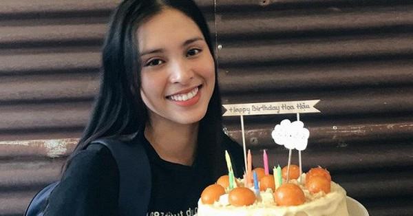 Không phải nhà hàng sang trọng, Hoa hậu Tiểu Vy đón sinh nhật tuổi 19 ở nơi này đây