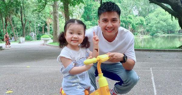 Vẻ đáng yêu của con gái 2 tuổi nhà Mạnh Quân - tình đầu Bảo Thanh trong ''Về nhà đi con''
