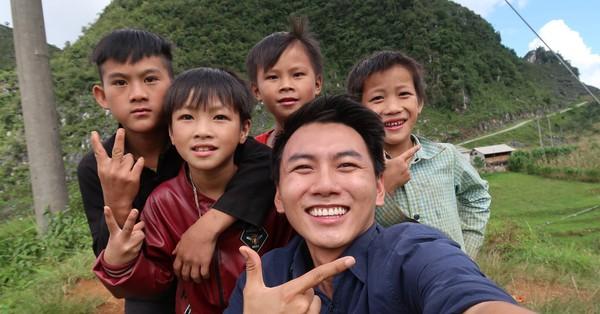 'Sân chơi' của trẻ em ở nông thôn qua lăng kính của chàng Travel Blogger