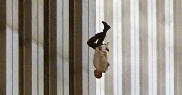 Đã 18 năm kể từ khi vụ khủng bố 11/9 đoạt mạng hàng nghìn người Mỹ, bức ảnh ''người đàn ông rơi'' vẫn không ngừng gây ám ảnh