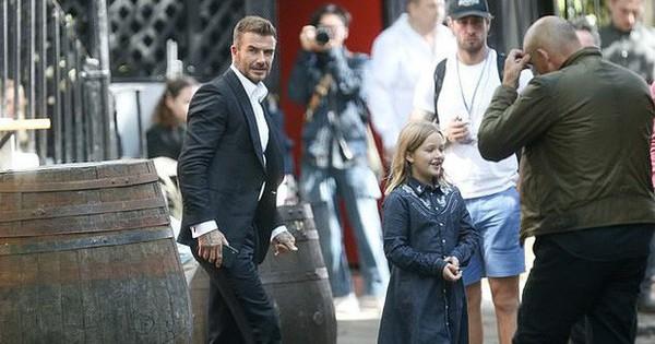 Giữa lùm xùm ly hôn, David Beckham xuất hiện lẻ bóng bên con gái Harper