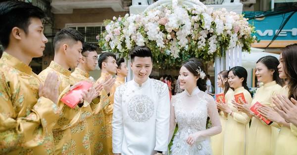Bạn gái cũ của cơ phó Hà Duy khoe ảnh đính hôn hoành tráng với chồng doanh nhân