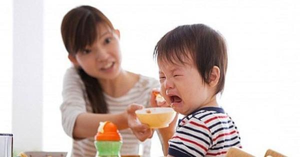 Trẻ biếng ăn, chậm lớn – Tất cả là lỗi tại mẹ?