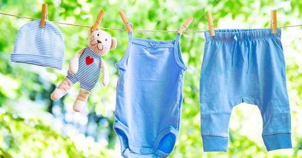 Giặt quần áo cho trẻ sơ sinh bằng máy giặt sẽ khiến trẻ mắc bệnh nguy hiểm, vậy đâu mới là cách làm đúng?
