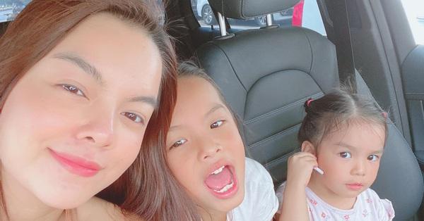 Phạm Quỳnh Anh bịn rịn chia tay 2 con gái về quê đón Tết với Quang Huy nhưng cách cư xử của nữ ca sĩ được đánh giá cao