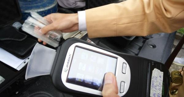 Mùng 1 Tết: CSGT ra quân kiểm tra nồng độ cồn ngay tại các trạm thu phí, nhiều lái xe đã từ bỏ thói quen uống rượu