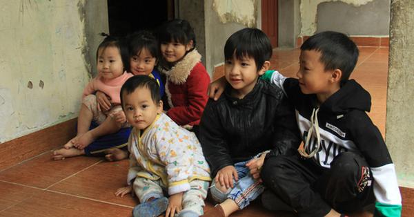 """Tết ở gia đình đông con như """"trại trẻ"""" tại Hà Nội: """"Con muốn năm mới được sửa cái xích xe đạp để đi học, các chị thì ước có quần áo mới"""""""