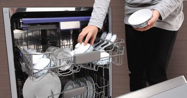 Cùng nghe các chị em có kinh nghiệm dùng máy rửa bát chia sẻ 3 bí quyết để máy luôn bền và tiết kiệm chi phí sử dụng nhất có thể