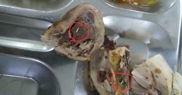 Cơ quan chức năng vào cuộc điều tra vụ suất ăn có giòi ở Bắc Ninh