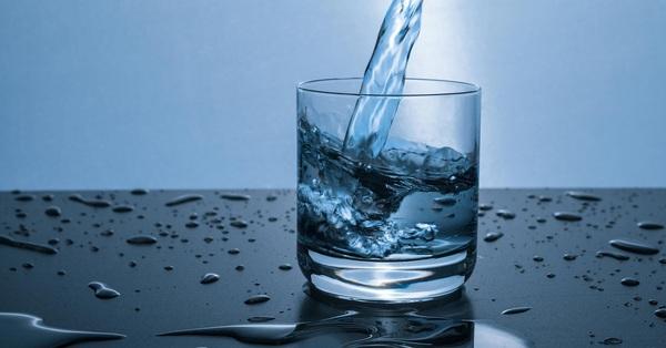 """""""Gia cố"""" hệ miễn dịch cá nhân giữa mùa dịch virus corona: Uống nước đủ là việc quan trọng hàng đầu"""