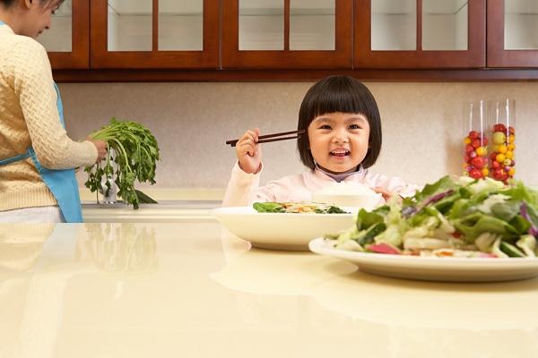 4 bệnh dễ mắc nếu bé lười ăn rau quả 1