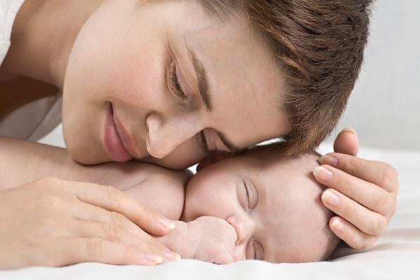 """9 cái """"dại"""" của mẹ khi chăm bé sơ sinh 1"""