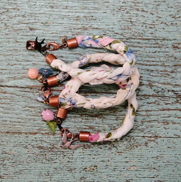 Biến khăn voan thành vòng tay vintage dịu dàng 1