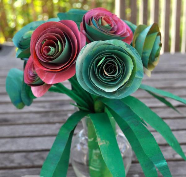 Tận dụng giấy bìa làm lọ hoa hồng đẹp lạ 7