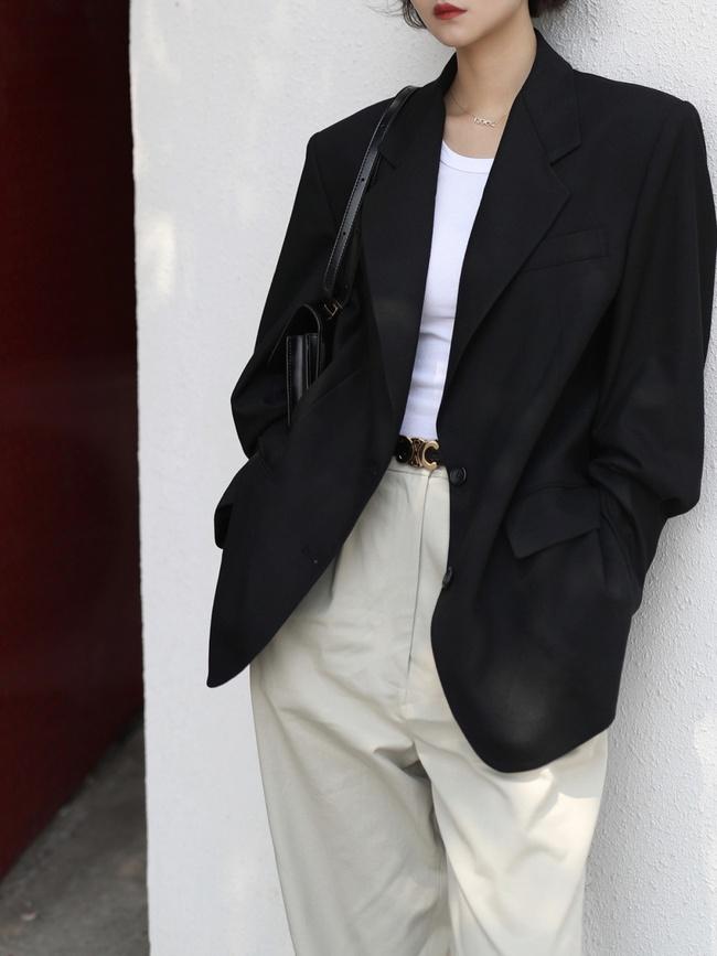 4 chi tiết quan trọng giúp bạn chọn được blazer chuẩn đẹp, mặc lên như may đo mà không cần phải ra hàng sửa - Ảnh 1.